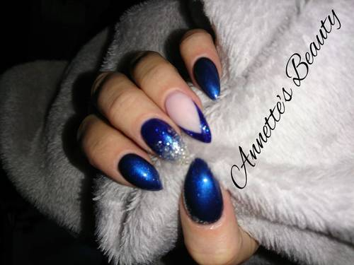 Feeling the chill with beautiful blue and glitter over acrylic extensions ❄