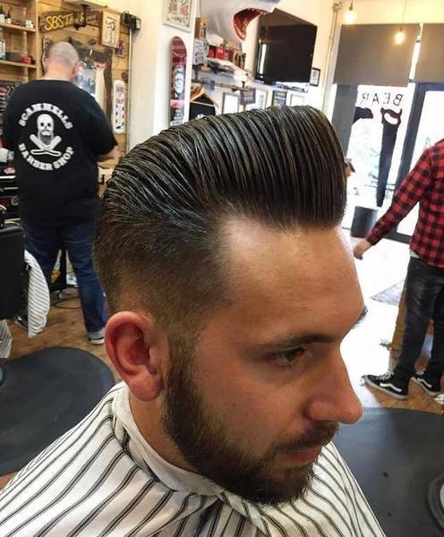 Nice pomp styled with #Reuzel grooming tonic and finished with Reuzel blue pomade by our Harry The Hatchet ✂️