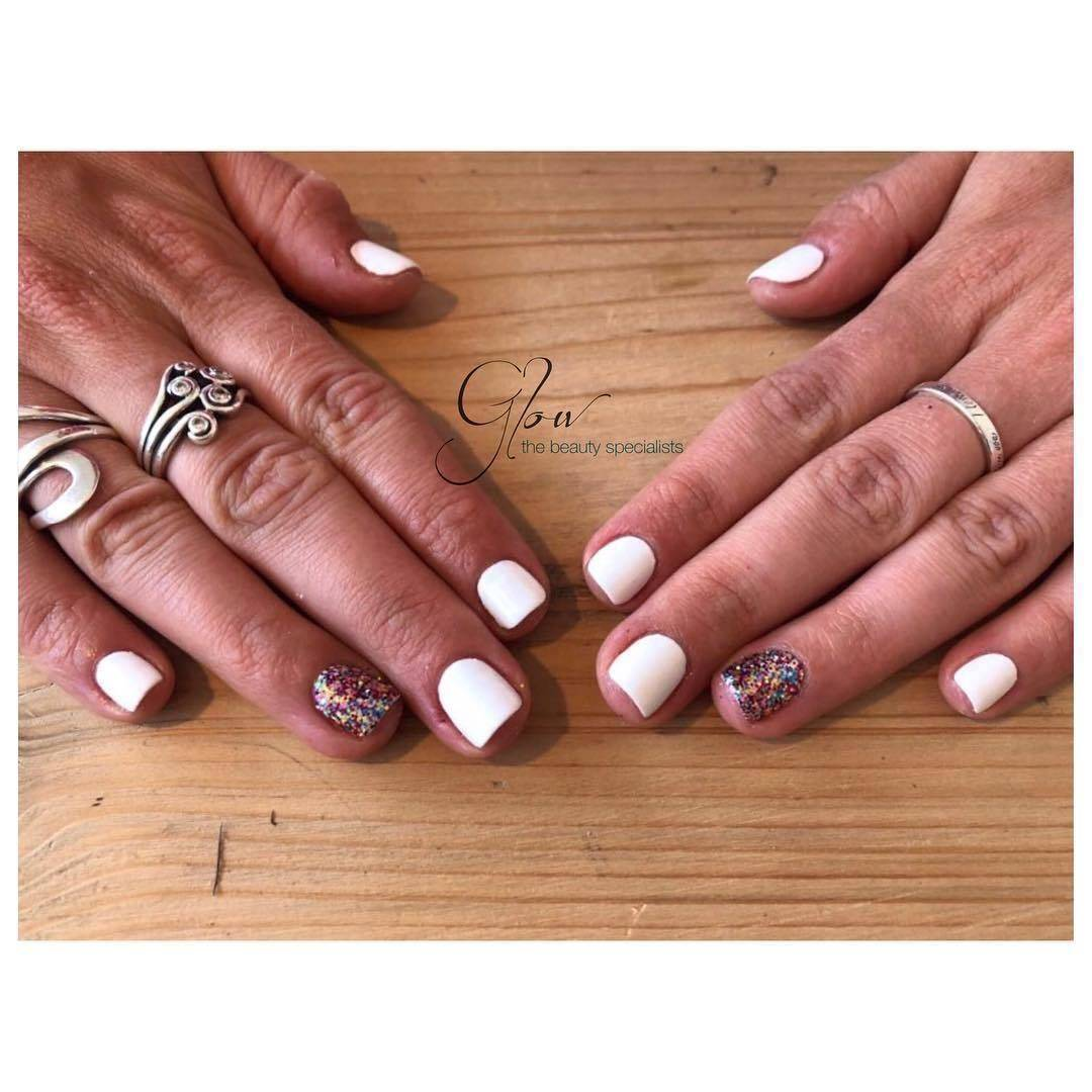 You can't go wrong with White in the summer! with some added SOPHIE glitter to brighten your Monday✨#felixstowe #suffolk #magpiesophie #gelish #glow #beautysalon