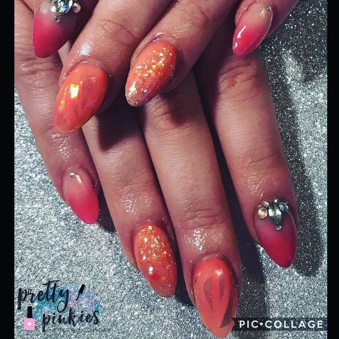 Pretty Pinkies - Love this set! Pink ombré and orange glitter and ...