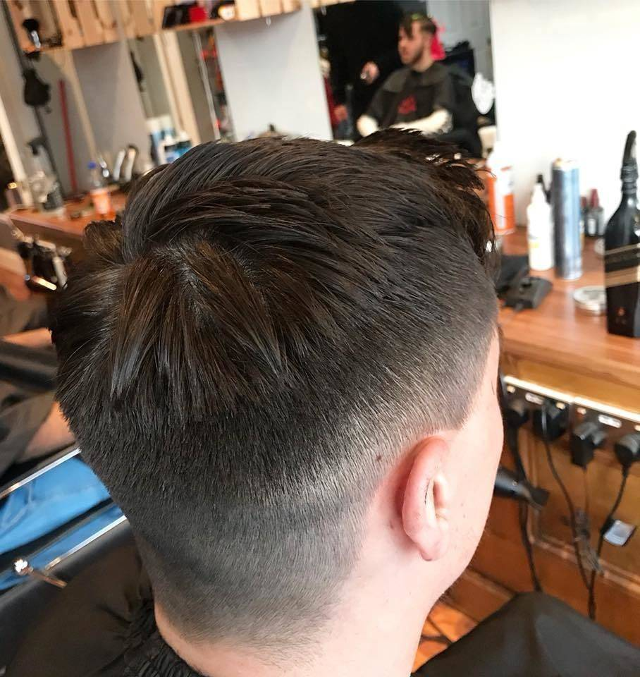 Only kings in here!! At Blackdog barbers we are saving those crowns! Shops open till 6. #blackdogbarbers #barbers #barberlife #crowns #fade #kings #onlykingsinhere