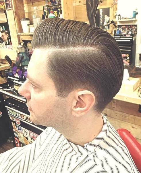 Executive contour from today using a bit of old school clipper over comb technique and finished with a touch of #Layrite Cement  By Andrew