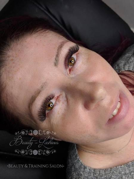 Stunning 3D lashes by jenny. These lashes are just £30 throughout November! Get booking!! www.beauty-lashious.co.uk