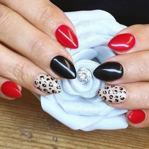 Lush! ❤️ Loving my new flower prop from @cjp_nail_systems_official #acrylicnails #handpaintednailart #nailpro #nailart #donnajonesnailtechnician #thenailshacktorpoint