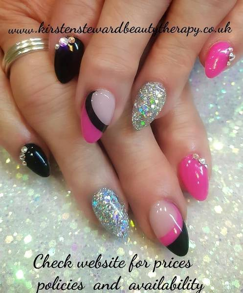 Becky Barfoot 's New Year nails, love this colour combi!