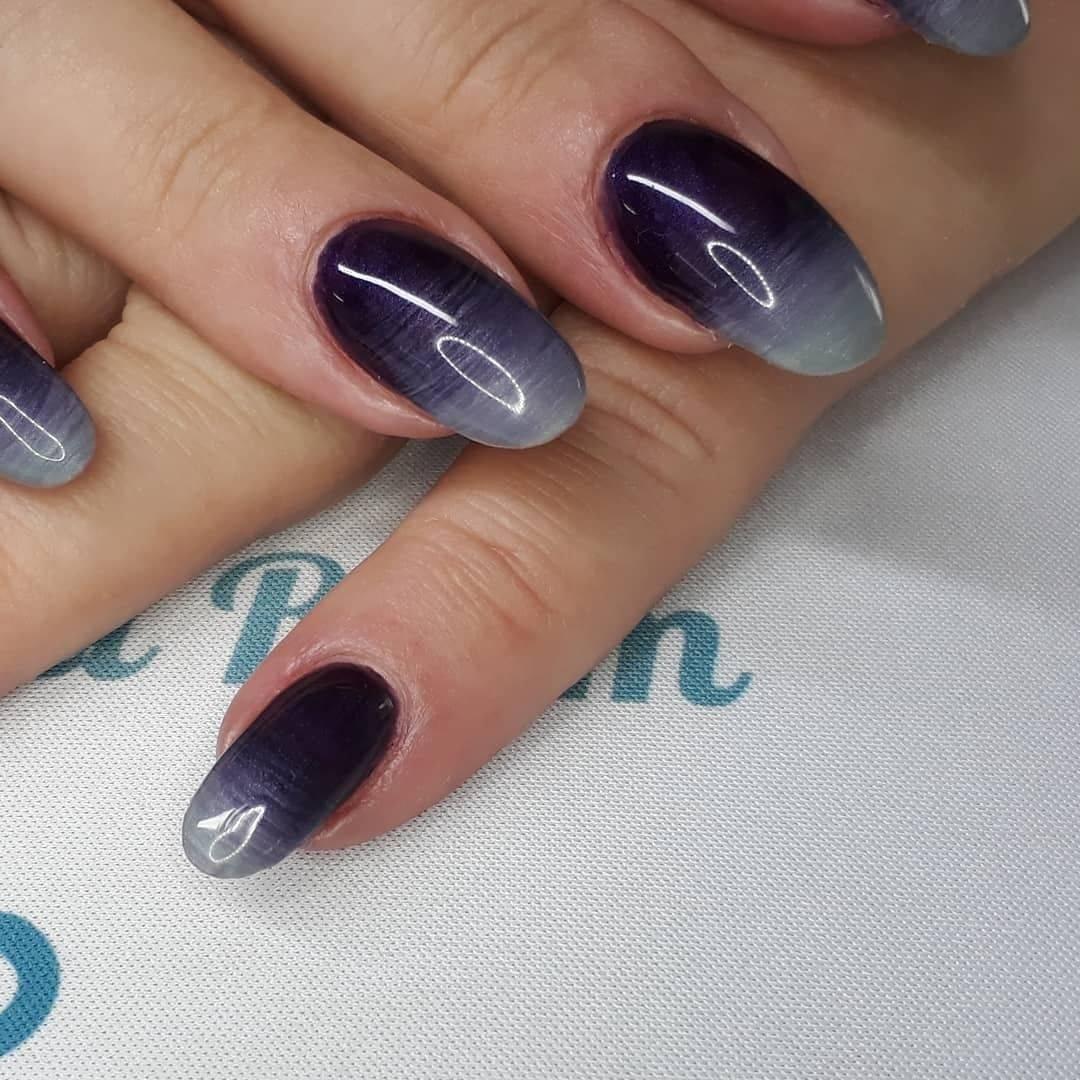 A gorgeous blend of Wild Fig & Grey Denim ManiQ Gel Polish from @youngnailsinc #gelpolish #ladyheyes #ombrenails #ManiQ #nnamn #youngnails