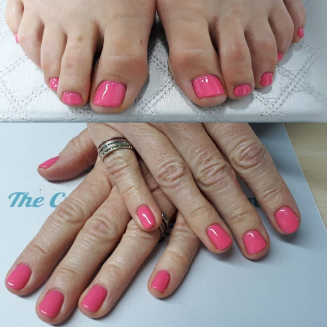 Pink Neon 101....Summer hasn't disappeared just yet @youngnailsinc #ManiQ #pinknails #geltoes #gelpolish #ladyheyes #frodshamnails