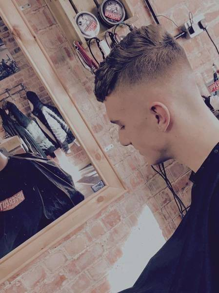 Carley banging out a fade going to be entered into the British barbers association cutting competition.