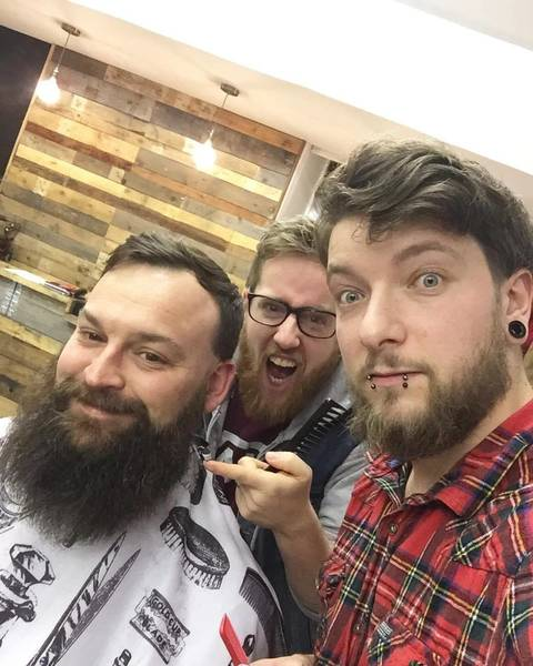 BIG|BARRY|BEARFACE this man has a beard, look at it in all its glory. @areyoubearface for days, we are back open today from 8-5 walk ins available ✌️