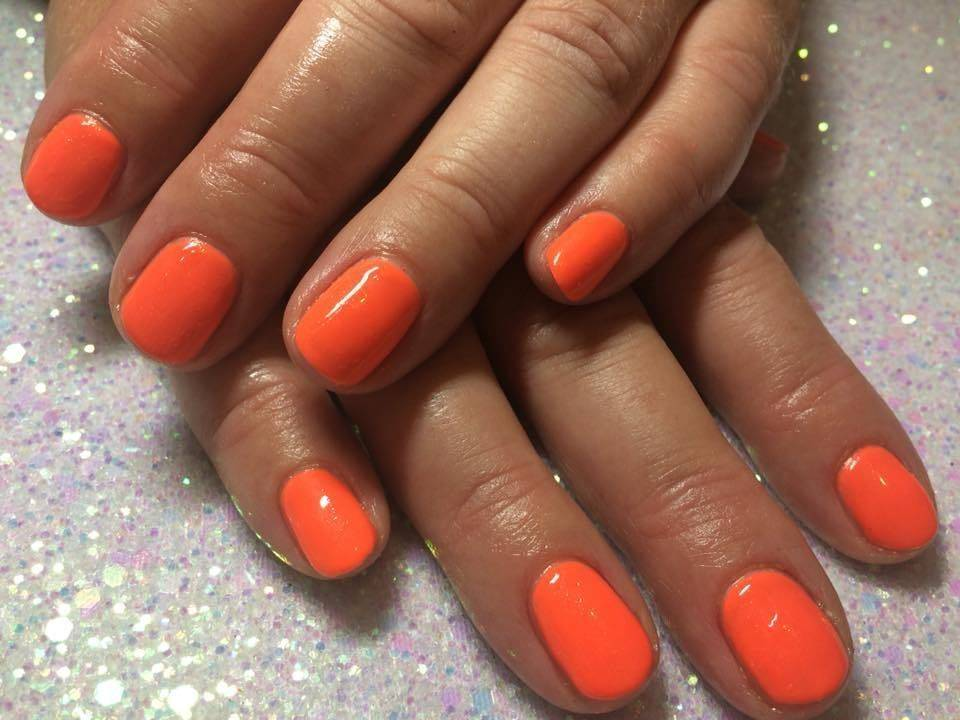 What a gorgeous vibrant colour THE GEL BOTTLE - Mamasita on natural nails